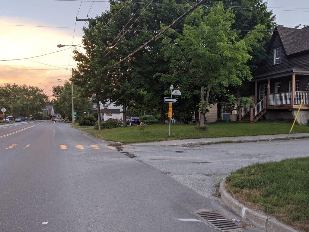 Rue Maple à sens unique